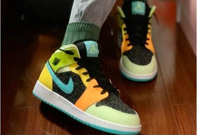 乔丹Air Jordan 1 Mid大童款篮球鞋 糖果四叶草